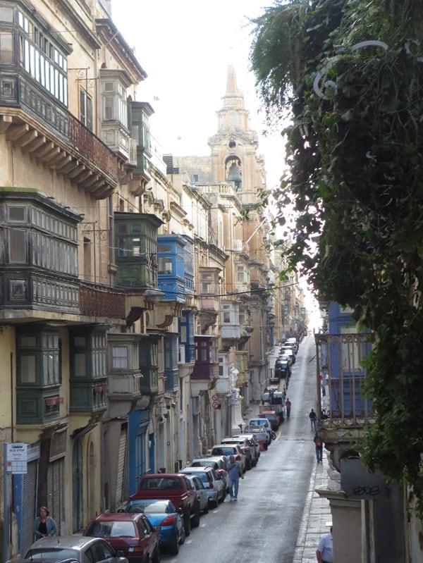Malta Valletta Urlaub Sehenswürdigkeiten Tipps Gassen maltesische Balkone