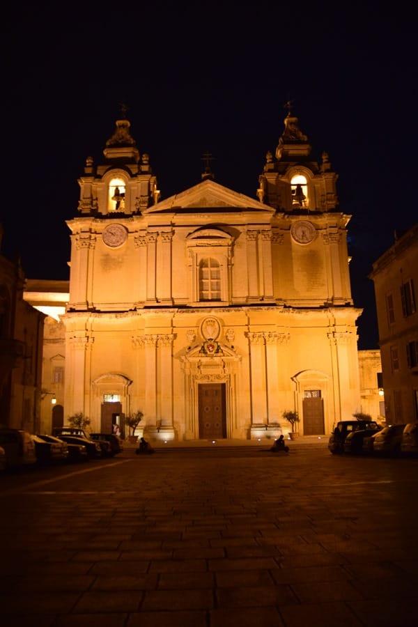 Malta Mdina Urlaub Sehenswürdigkeiten Tipps Kathedrale St. Paul nachts
