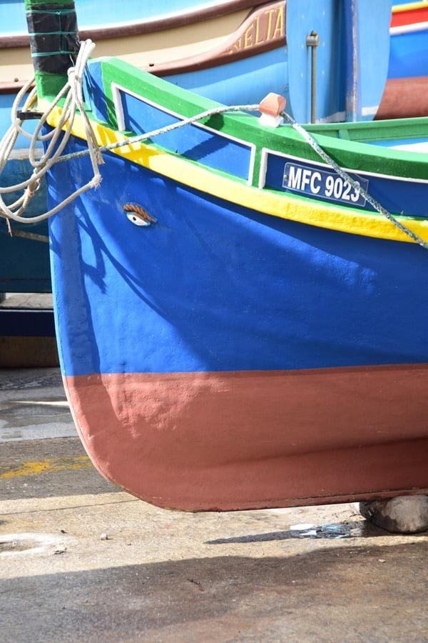 Malta Urlaub Sehenswürdigkeiten Tipps Luzzu buntes maltesisches Fischerboot Horusauge