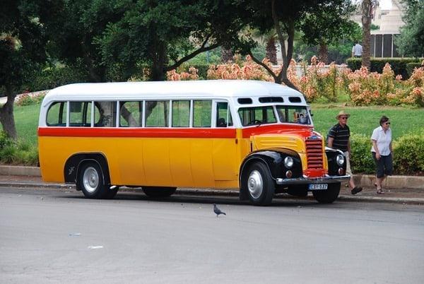 Malta Valletta Urlaub Sehenswürdigkeiten Tipps Oldtimer-Bus Linksverkehr