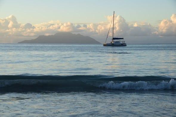 00 Seychellen Mahe Katamaran Sonnenuntergang