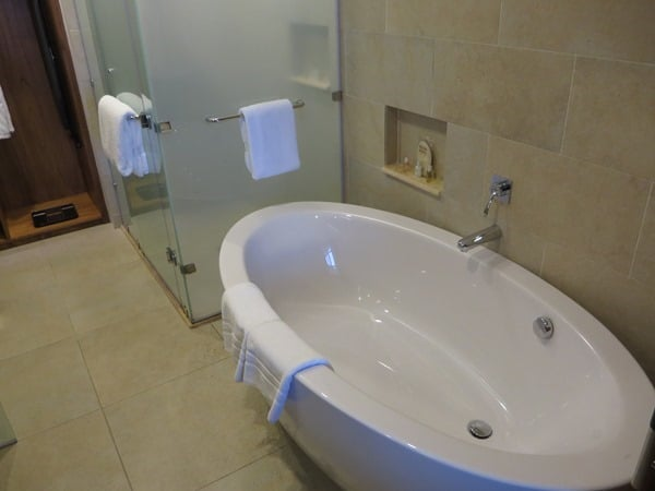 10_Badewanne-Hotelzimmer-Hotel-Savoy-Resort&SPA-Beau-Vallon-Mahe-Seychellen