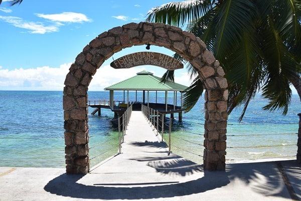 25_Fishermans-Wharf-Steg-am-Coco-de-Mer-Hotel-Strand-Anse-Cimetiere-Praslin-Seychellen