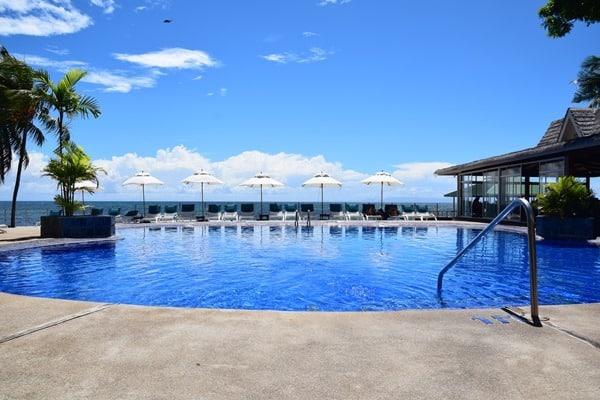 31_Swimmingpool-Coco-de-Mer-Hotel-Strand-Anse-Cimetiere-Praslin-Seychellen