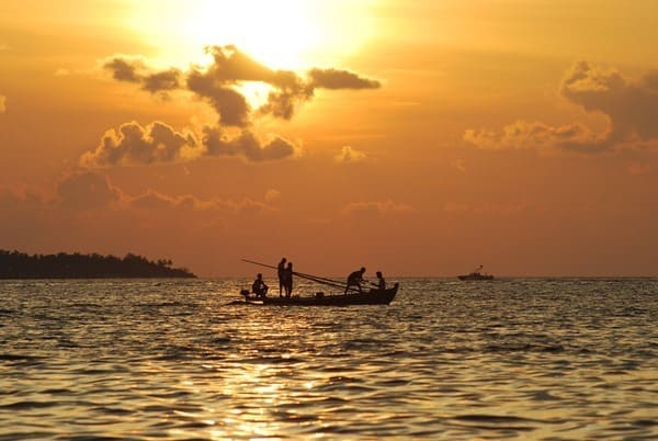 Hochzeitsreise wohin Malediven Flitterwochen exklusiv Sonnenuntergang