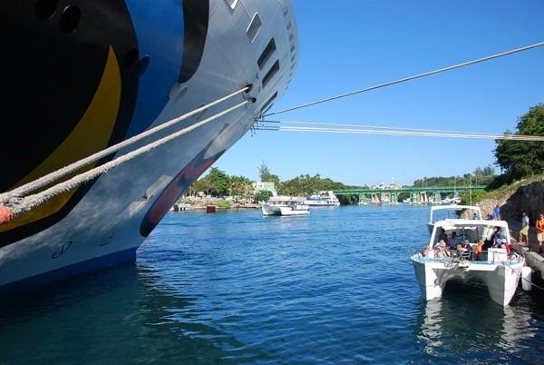 02_Kreuzfahrtschiff-AIDAvita-Ausflugsboot-Dominikanische-Republik-Karibik
