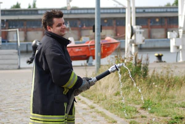 Ausbildung-Kreuzfahrtschiff-AFZ-Rostock-AIDA-DJ-Dan-Feuerwehr