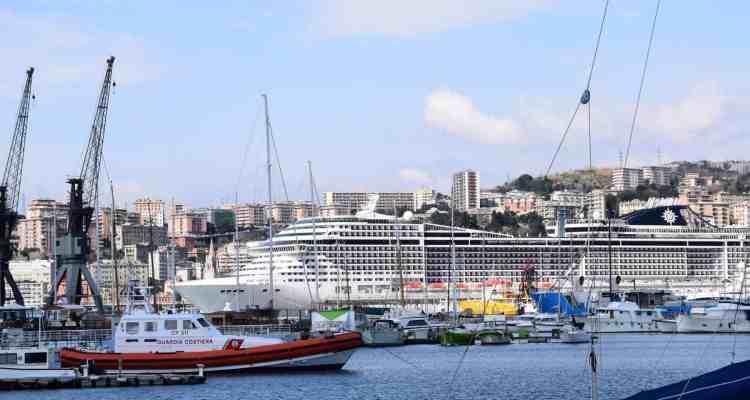 000 Kreuzfahrtschiff MSC Preziosa Hafen Genua Italien