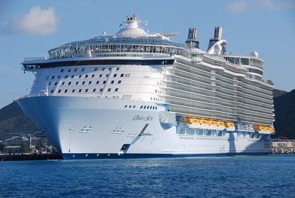Kreuzfahrtschiff-Oasis-of-the-Seas-Saint-Martin-Karibik
