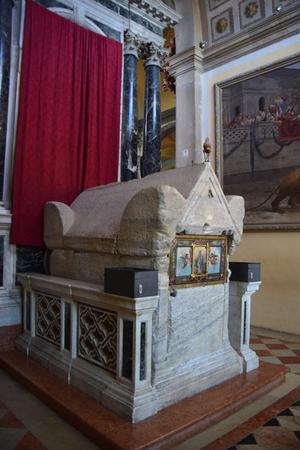 06_Sarkophag-Kirche-St.-Euphemia-Rovinj-Istrien-Kroatien