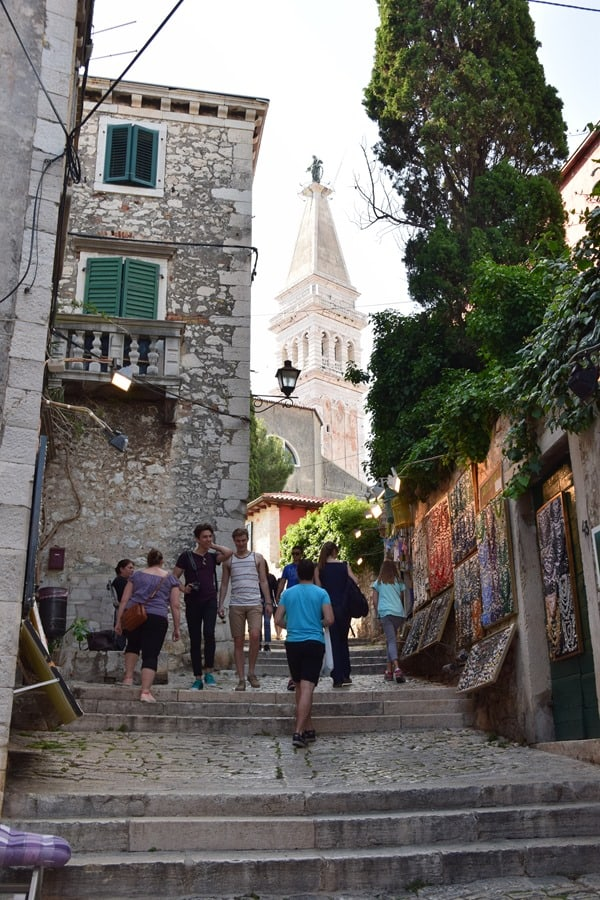 09_volle-Einkaufsstrasse-Grisia-Rovinj-Istrien-Kroatien
