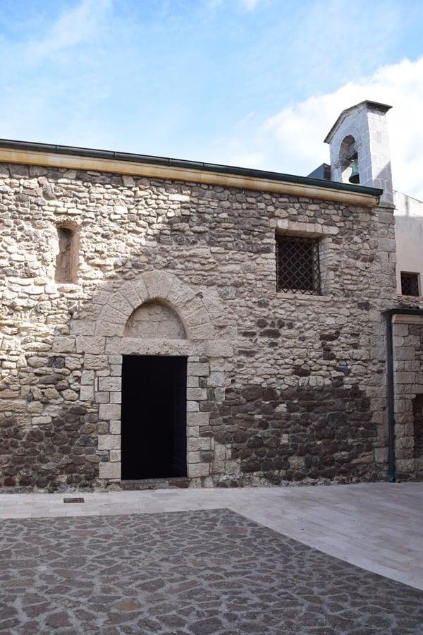 Castelsardo Sardinien Seiteneingang Kirche Santa Maria delle Grazie Italien