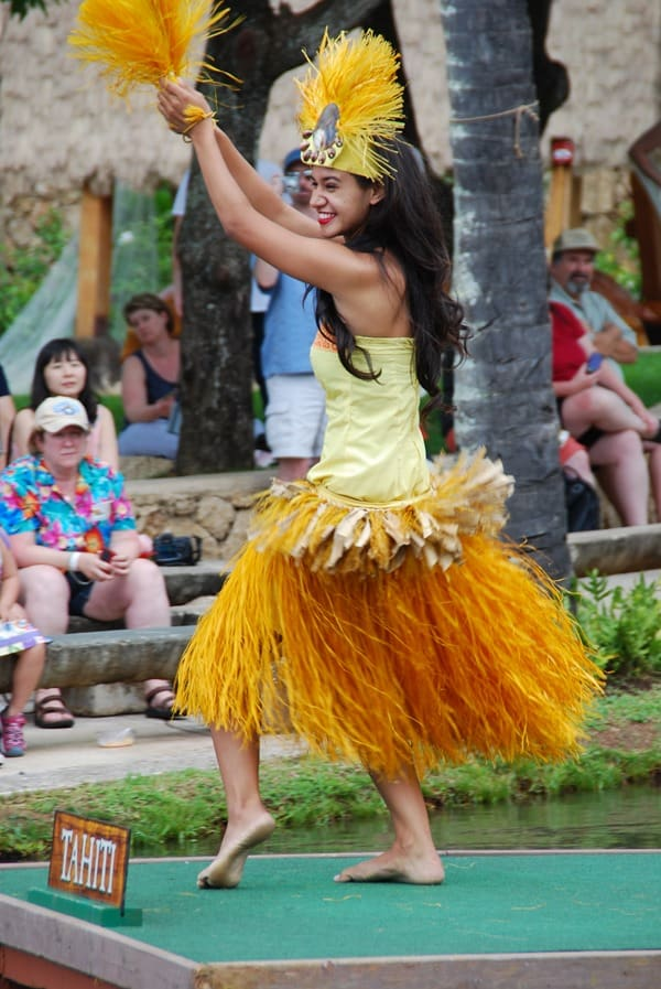 21_Polynesian-Cultural-Center-Tahiti-Taenzerin-Oahu-Hawaii