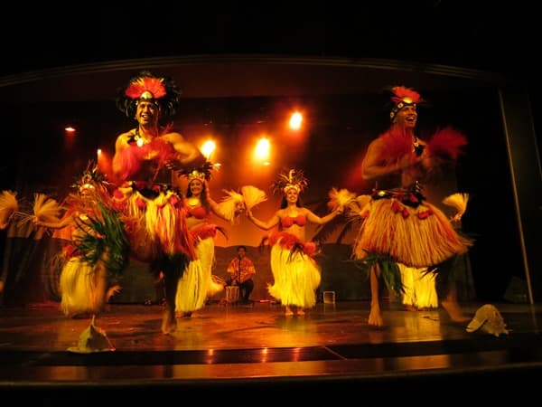 Kreuzfahrt-NCL-Pride-of-America-Hawaiianische-Abendshow