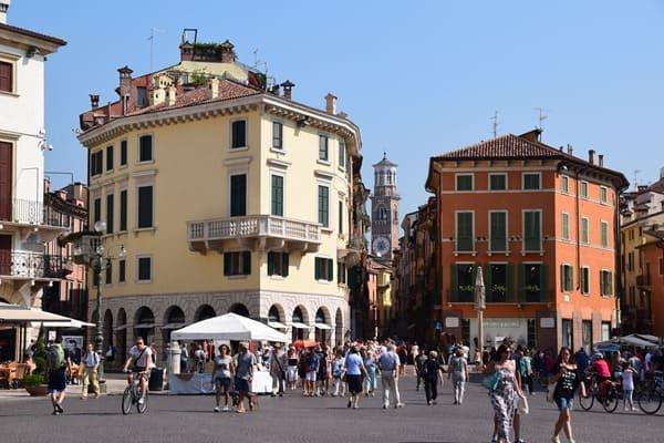 Verona Sehenswürdigkeiten Italien Piazza Bra Shoppingmeile Via Giuseppe Mazzini