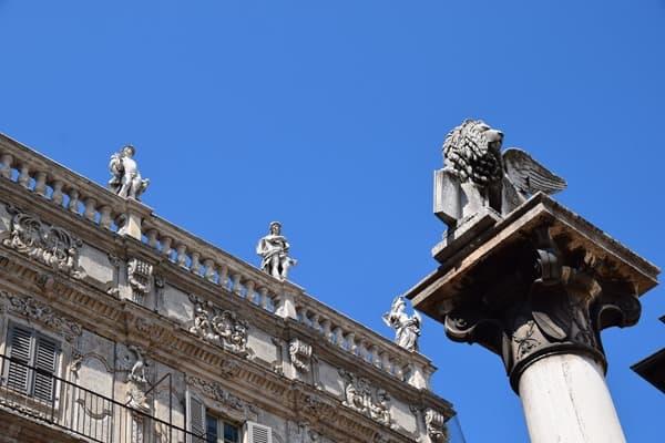 Verona Sehenswürdigkeiten Piazza delle Erbe venezianischer Löwe Markuslöwe Italien