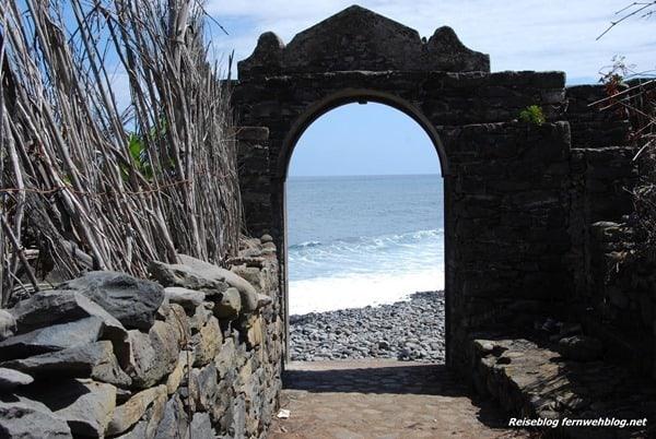13_Wallpaper-Tor-zum-Meer-Calhau-Nordkueste-Madeira