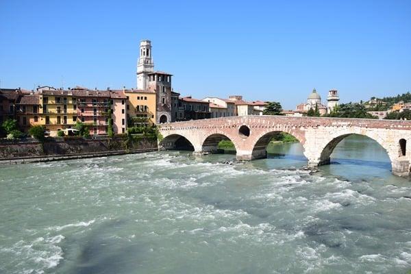 Verona Sehenswürdigkeiten Ponte Pietra Etsch Adige Brücke Italien