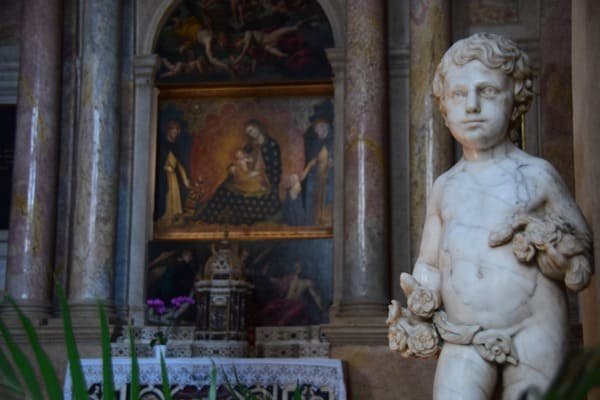 Verona Sehenswürdigkeiten Statue Kirche Chiesa Santa Anastasia Italien