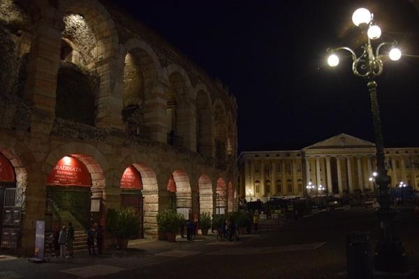 Abends am Piazza Bra Arena di Verona Italien