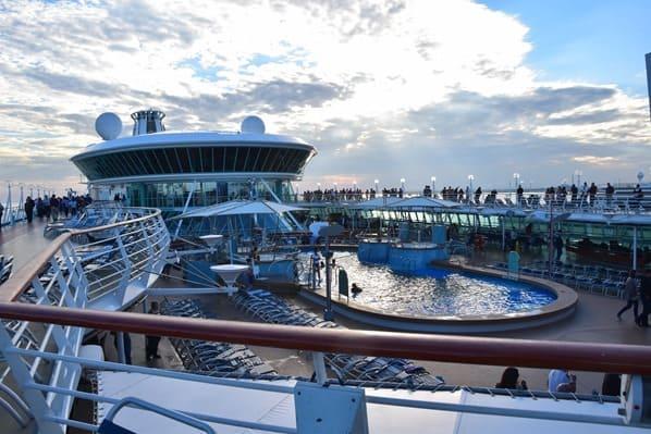 Pooldeck Kreuzfahrtschiff Vision of the Seas Royal Caribbean