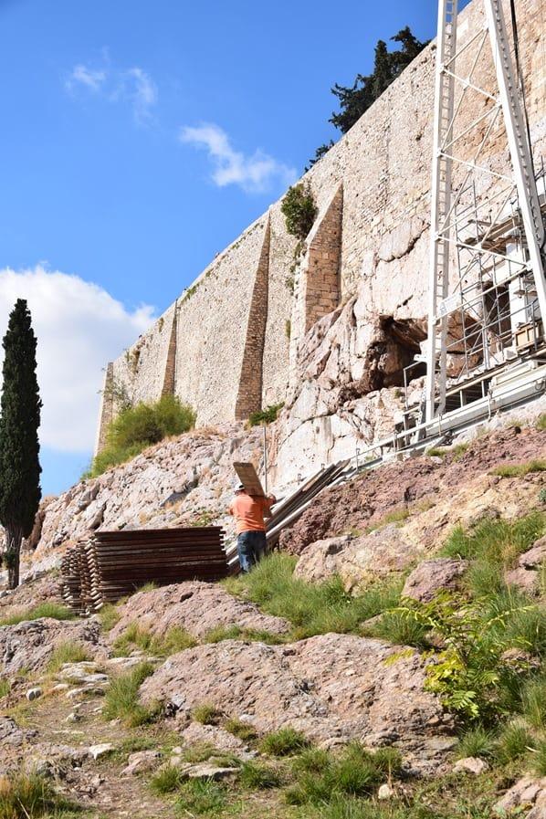 06_griechischer-Bauarbeiter-an-der-Akropolis-Athen-Griechenland-Kreuzfahrt-Mittelmeer