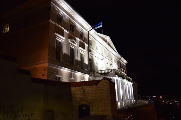 21_Parlament-Tallinn-Estland-Ostsee-bei-Nacht
