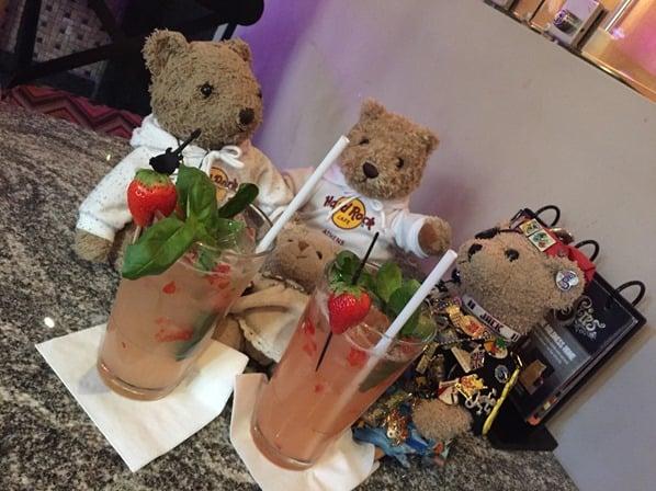 26_Teddy-Treffen-Hard-Rock-Cafe-Athen-Griechenland-Kreuzfahrt-Mittelmeer