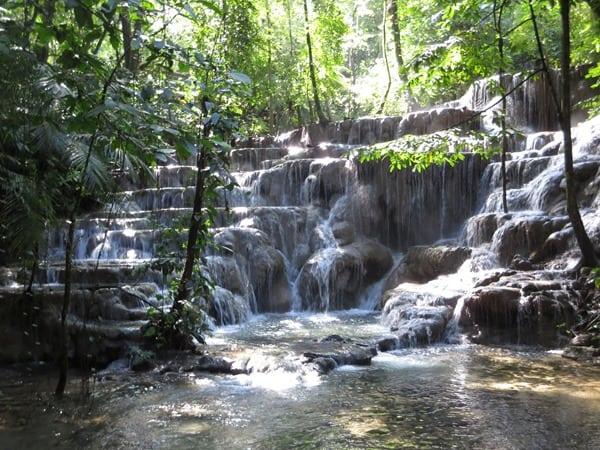 Palenque Mexiko Sehenswürdigkeiten Wasserfall Urwald Maya Stätte
