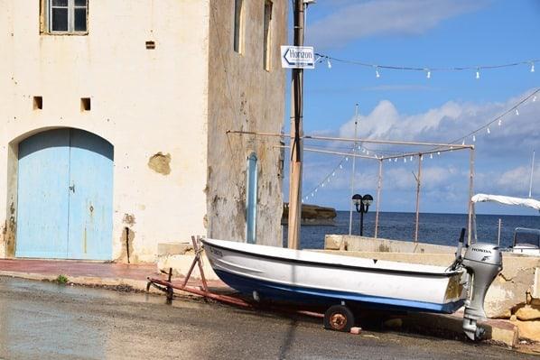 Gozo Malta Wandern Sehenswürdigkeiten Dorf Boot