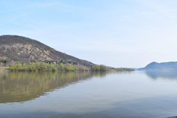 Donaukreuzfahrt a-rosa bella Flusskreuzfahrt Donau Landschaft Ungarn