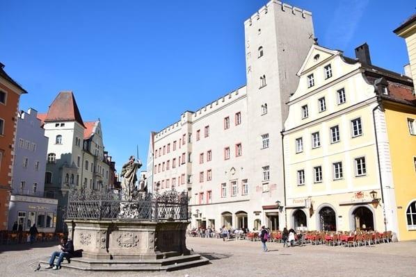 Regensburg Sehenswürdigkeiten Haidplatz Hotel Goldenes Kreuz Bayern Städtereise