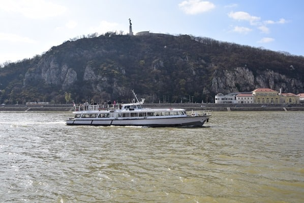 Donaukreuzfahrt a-rosa bella Flusskreuzfahrt Donau Freiheitsstatue Szabadsag szobor Burgenviertel Buda Budapest Ungarn