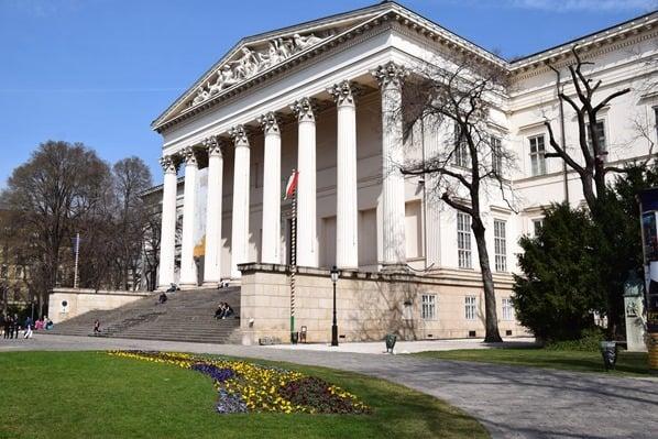 Ungarisches Nationalmuseum Budapest Ungarn Donaukreuzfahrt Flusskreuzfahrt Donau