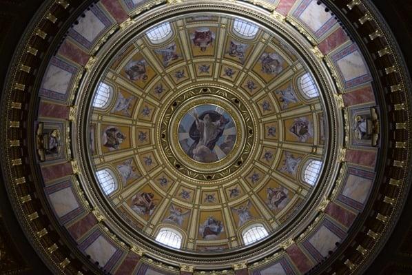 Kuppel Sankt Stephans Basilika Budapest Ungarn Donaukreuzfahrt Flusskreuzfahrt Donau