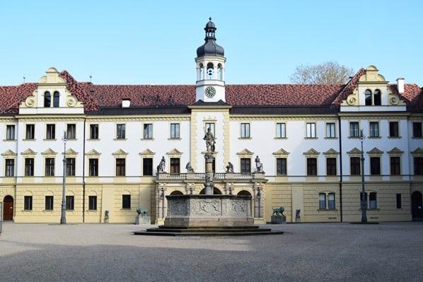 Regensburg Sehenswürdigkeiten Innenhof Schloss Emmeram Thurn und Taxis Bayern