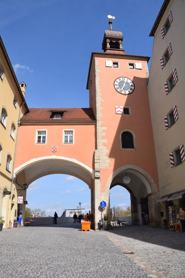 Altstadt Regensburg Sehenswürdigkeiten Brückturm Steinerne Brücke Städtereise Bayern