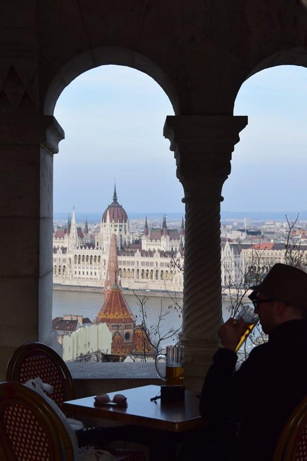 Ausblick vom Burgenviertel auf das ungarische Parlament Budapest Ungarn Donaukreuzfahrt Flusskreuzfahrt Donau