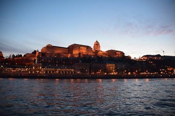 Sonnenuntergang Burgpalast Budapest Ungarn Donaukreuzfahrt Flusskreuzfahrt Donau a-rosa