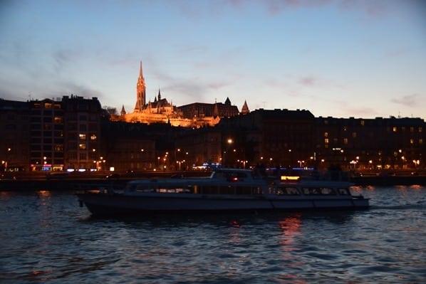 Matthiaskirche Fischerbastei Budapest nachts Ungarn Donaukreuzfahrt Flusskreuzfahrt Donau a-rosa