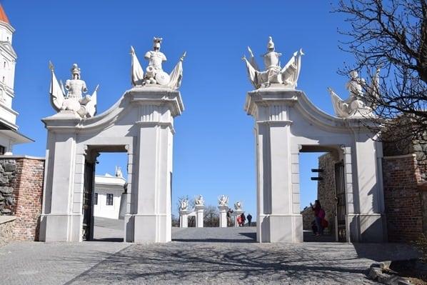 Tor Burg Hrad Braitslava Slowakei flusskreuzfahrt donau kreuzfahrt