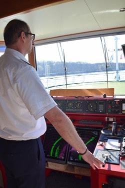 Donau Kreuzfahrt Kapitän Ruderstand Brücke Flusskreuzfahrtschiff a-rosa bella