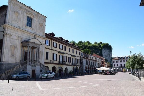 Arona Lago Maggiore Sehenswürdigkeiten Piazza del Popolo Rocca Di Arona Italien