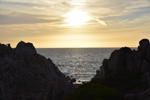 20_bizarre-Felsen-im-Sonnenuntergang-am-Capo-Testa-Sardinien-Italien
