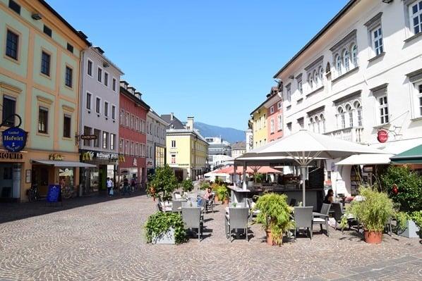 Drauradweg Hauptplatz Fußgängerzone Villach Kärnten Österreich