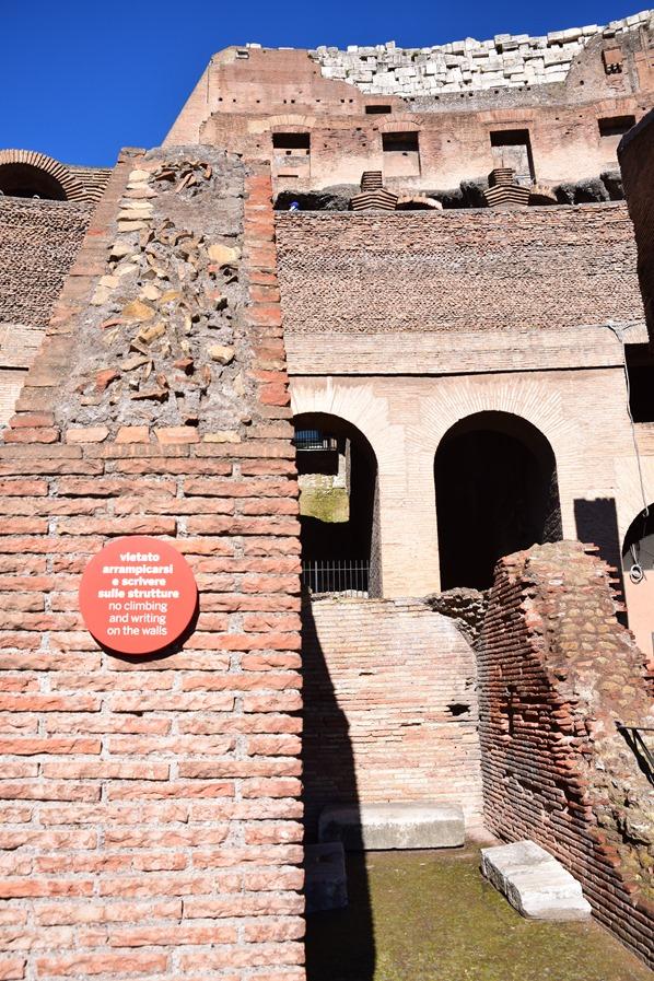 03_Klettern-und-schmieren-verboten-Kolosseum-Colosseo-Citytrip-Rom-Italien