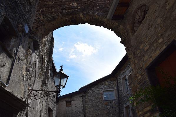 Triora Torbogen Hexendorf Ligurien Italien