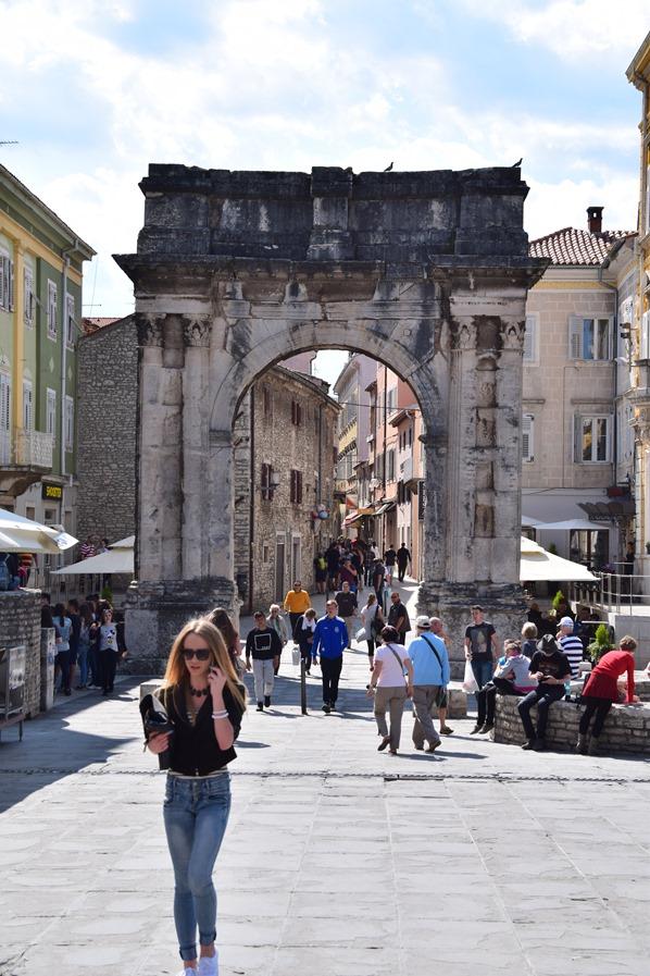 01_Sergierbogen-Altstadt-Pula-Istrien-Kroatien