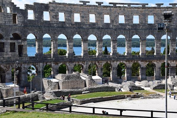 16_Innenraum-Amphitheater-Pula-Arena-Istrien-Kroatien
