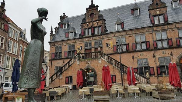 16_a-rosa-Flusskreuzfahrt-Rhein-Stadtplatz-Restaurant-De-Waagh-Nijmegen-Holland-Niederlande